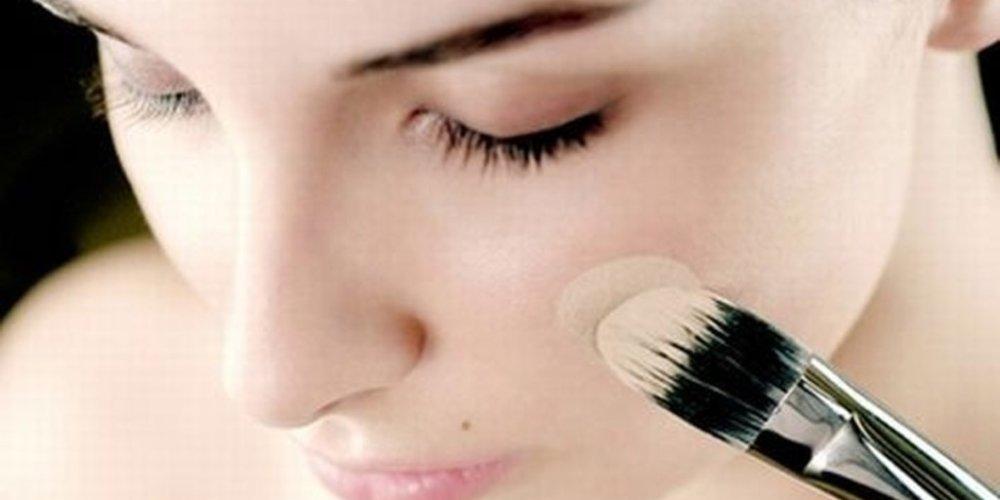 Скрыть недостатки лица с помощью макияжа
