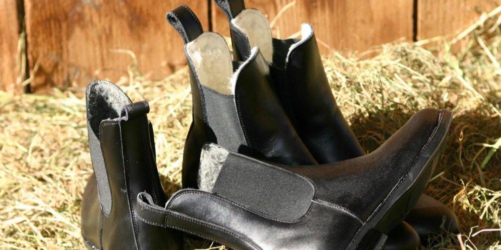 Зимние лаковые сапоги