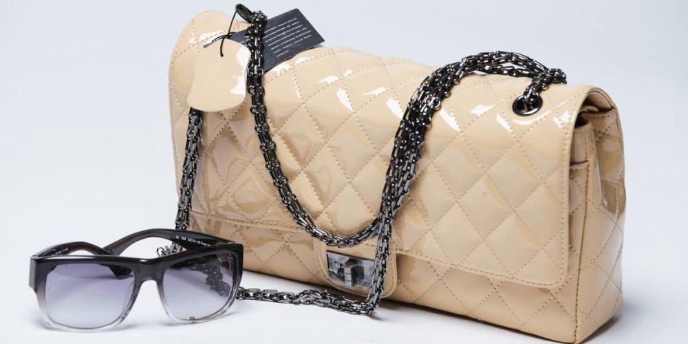 Правильный выбор лакированной сумки для женщин