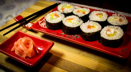 Правильно едим суши чудо - палочками3
