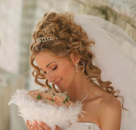 Роскошная прическа для свадебной церемонии2